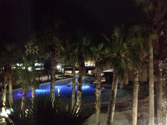 Schlitterbahn Beach Waterpark: A view from the hotel at night