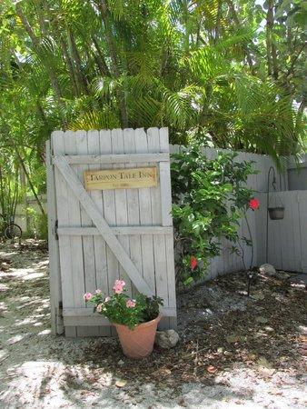 Tarpon Tale Inn: Grounds