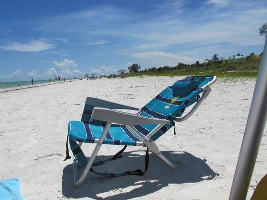 Tarpon Tale Inn: Beach Chair to borrow
