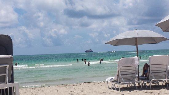Fontainebleau Miami Beach : beach area