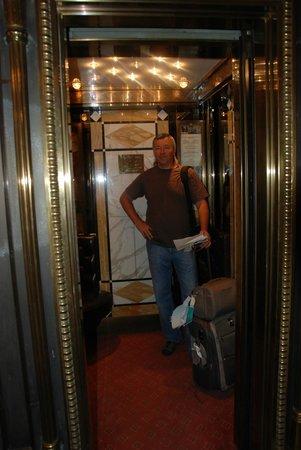 Hotel Bristol Wien: лифт Hotel Bristol Vienna