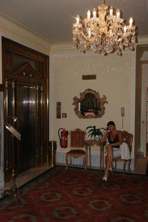 Hotel Bristol Wien: хол Hotel Bristol Vienna
