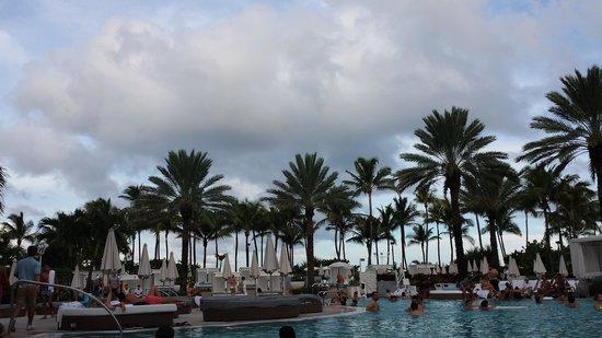 Fontainebleau Miami Beach : Main pool