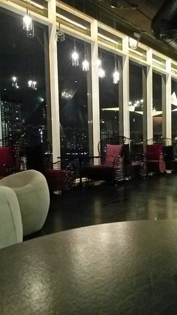 GLOW Pratunam : Chill at the lobby