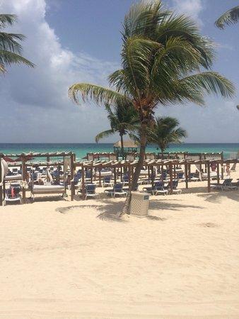 Azul Beach Resort The Fives Playa Del Carmen: Great view on the beach