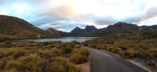 Dove Lake Circuit: Peaceful place to be!