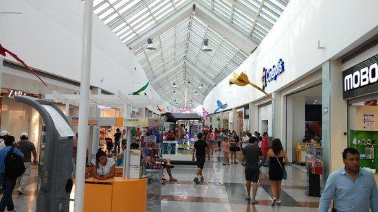 Plaza Las Americas: Shopping Enorme