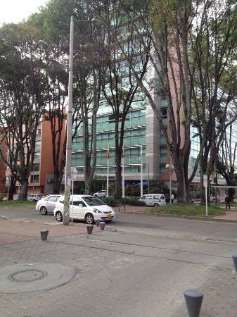 Holiday Inn Express Bogota: Frente do Hotel