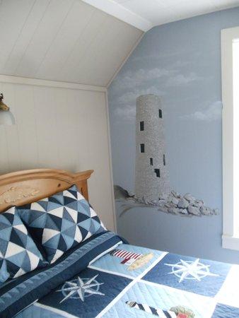 Explore Pelee: Attractive Room