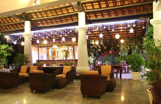 MuiNe deCentury Beach Resort & Spa: Lobby bar