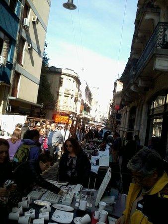 San Telmo: quadras e quadras para andar, olhar, comprar