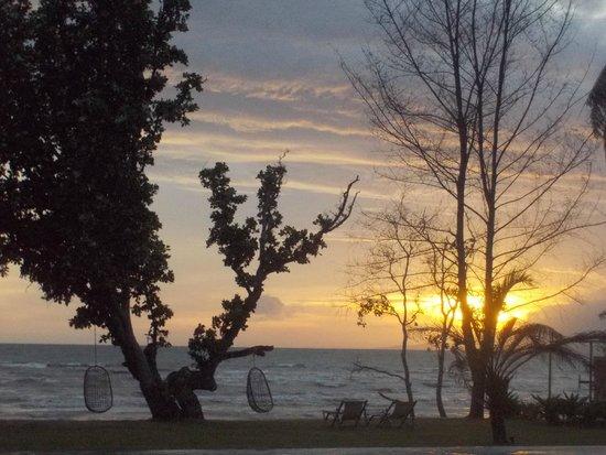 Knai Bang Chatt : Sunset by the pool