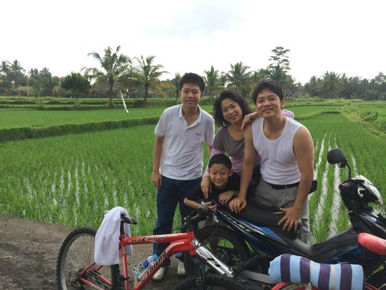 Beji Ubud Resort: Rice field with bike track near the hotel is great for outdoor activity.