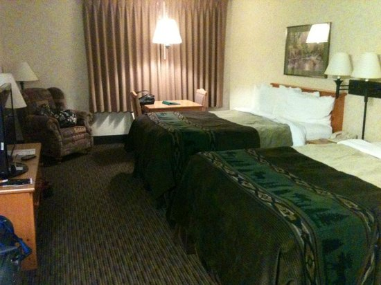 Kelly Inn and Suites Mitchell: Two Queen Room