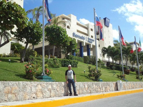 Barceló Tucancun Beach: entrada al hotel