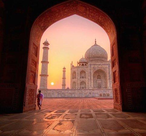 MyTripMyTravel - Same Day Tour Taj Mahal