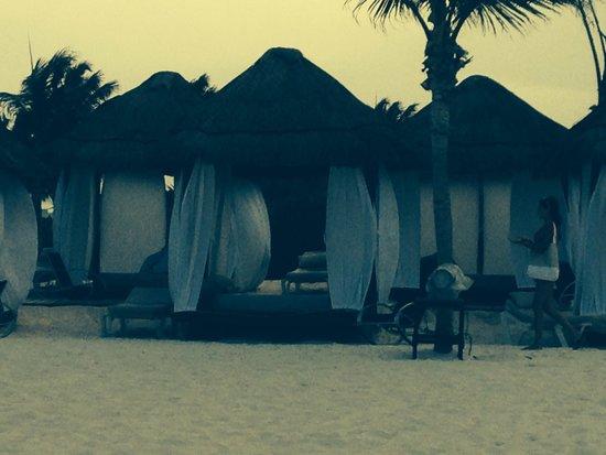 Secrets Maroma Beach Riviera Cancun: Private beach beds
