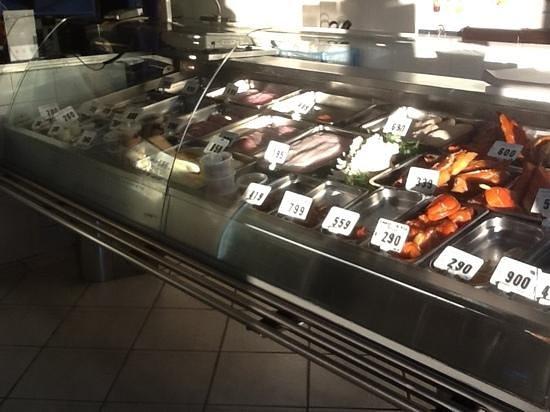 Mt. Eden Village Fish Shop: amazing display of fresh fish