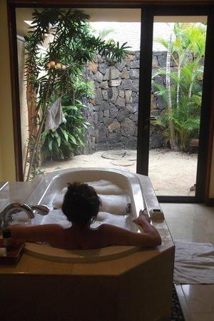 Maradiva Villas Resort and Spa: Bathroom