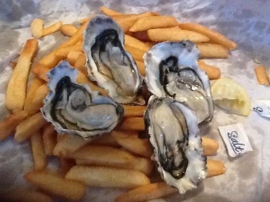 Mt. Eden Village Fish Shop: fresh oysters $2 each
