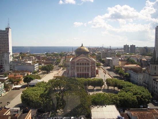 Taj Mahal Hotel Manaus: Vista do hotel para o Teatro Amazonas
