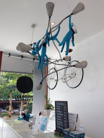 Blu Monkey Bed & Breakfast Phuket: Front-desk - love the monkeys and the bike is for rent!