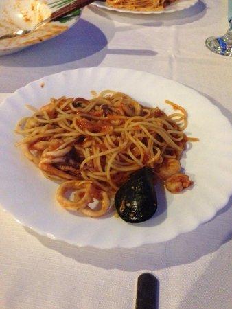 Srdela: Spaghetti ai frutti di mare