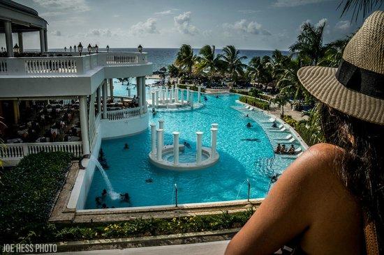 Grand Palladium Lady Hamilton Resort & Spa : Right side of the resort.