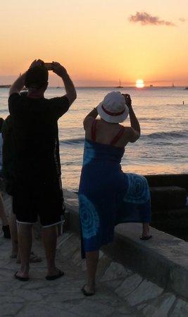 Queen Kapiolani Hotel : Five Minute Walk from the Queen Kapiolani - Waikiki Sunset