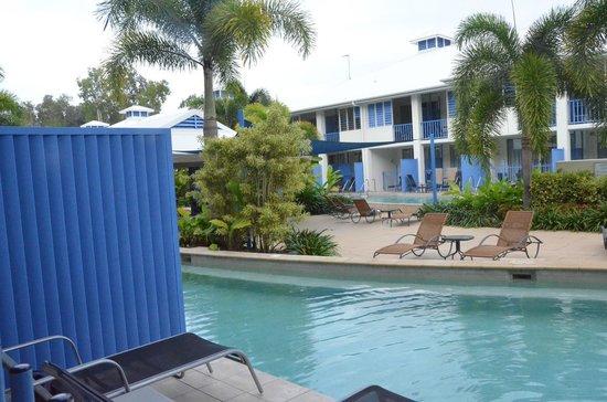 Oaks Lagoons: Poolside