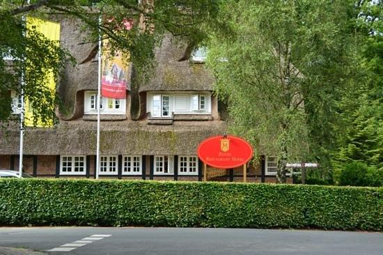 Landhaus Meinsbur: Hotellet från vägen