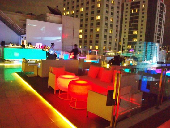 Centara Watergate Pavillion Hotel Bangkok: Roof top chill