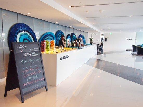 Centara Watergate Pavillion Hotel Bangkok: Lobby bar