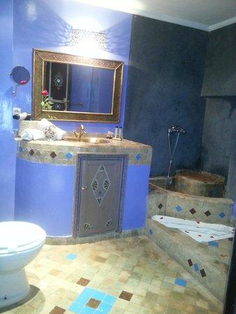 Riad Amiris: Baño de la Chambre d'oiseaux