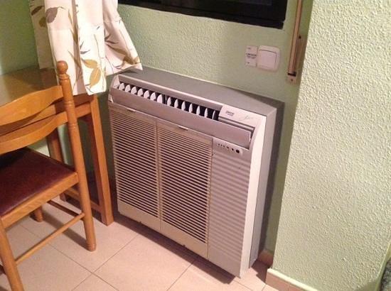Hotel Casa Emilio: aire acondicionado de solo frio muy frio con mucha potencia.