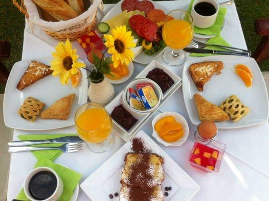 Assamaris Apartments: breakfast
