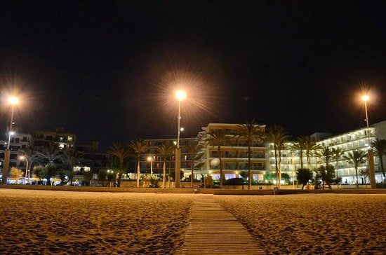 HSM Golden Playa: Hotel viewed from the beach in the night