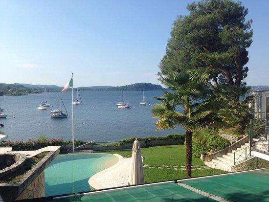 Mon Bay Villa B&B: Giardino e piscina