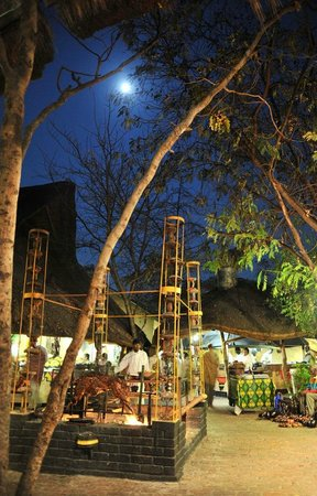 The Boma - Dinner & Drum Show: Full moon at the Boma