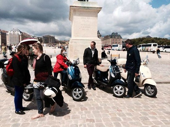 Paris by Scooter: The family in Versailles