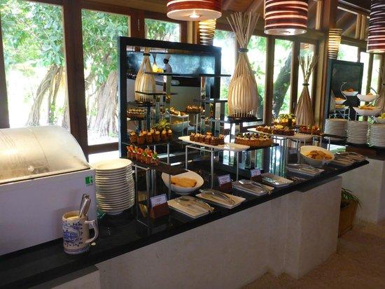 Vilamendhoo Island Resort & Spa: One of the dessert tables