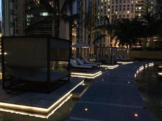 Grand Hyatt Kuala Lumpur: Night scene by the pool