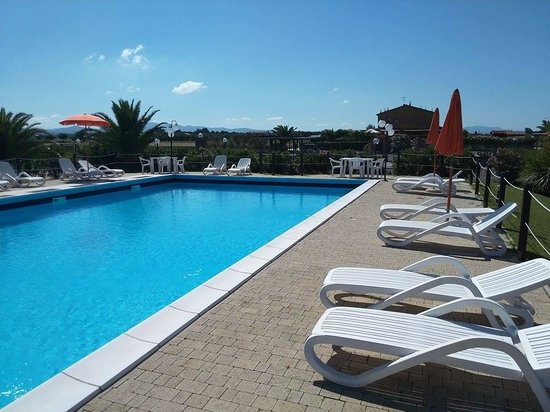 Manuel Country Hotel & Residence : la piscina