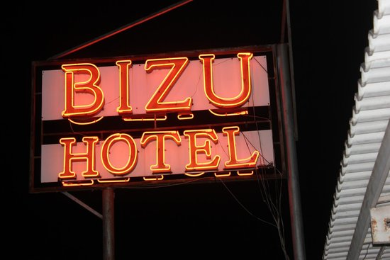 Bizu Boutique Hotel Phu My Hung: Neon Sign At Night