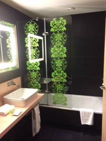 Double Tree Hilton  Hotel Girona: baño