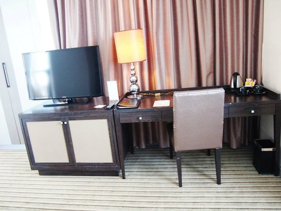 The Berkeley Hotel Pratunam: 2nd room during our stay (Corner room)