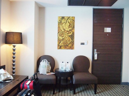 The Berkeley Hotel Pratunam: First room during our stay (located at the end of the corridor)