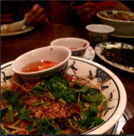 Huong Viet: King Prawns with lemongrass and chilli, rice vermicelli