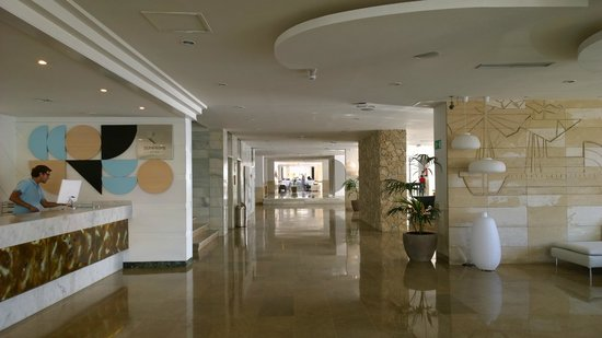 Sunprime Waterfront : Entrance hall in the hotel