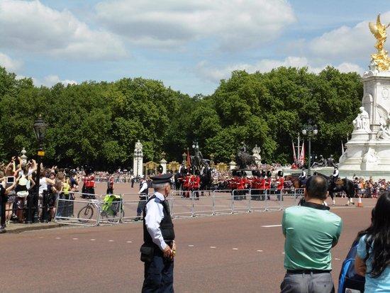 Buckingham Palace: cambio della guardia